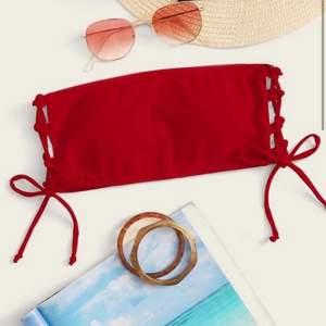 Super fina oanvända bikiniöverdelar! Den röda är från shein strl M ( mer som en XS ), endast testad. Den röd randiga är från H&M strl 38, endast testad❤️