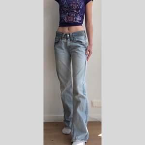 Unika vintage baggy levis jeans i storlek W28 L32, 300kr + frakt 💕 Högsta bud är 320kr + frakt just nu!