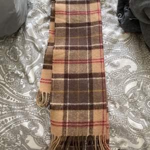 Skön och varm halsduk från Barbour. Har inte haft någon användning av den så den är i toppenskick!😊