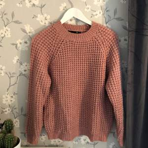 Denna tröjan är otroligt mjuk och tjock! Perfekt till sena sommarkvällar eller kyligare dagar. Använd någon enstaka gång.