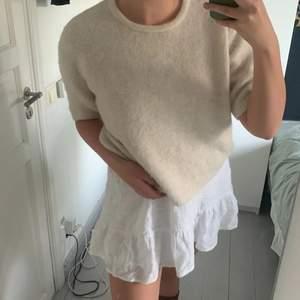 Supermysig stickad tröja från lindex som är sparsamt använd, den är lite nopprig vilket går att de på bild 2 men det är inget som syns!😇 200kr+frakt😊