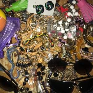 Över 50-100 smycken och accessoarer allt i bra skick!