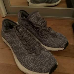 Säljer nu mina helt oanvända Adidas Boost skor. Fick fel storlek när jag beställde så säljer därför dem! Pris går att diskuteras!
