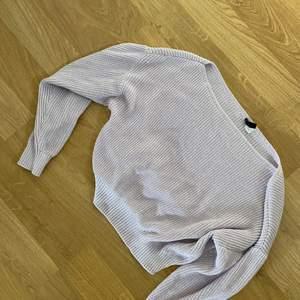 Säljer en jättesöt stickad tröja, nyskick 🌸