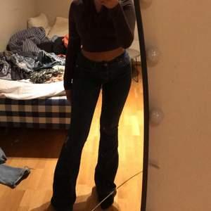 Använda en gång. Mörkblåa jeans från bikbok. Storlek S