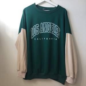 Säljer nu denna sjukt snygga grön/beigea tröja som är köpt på Shein. Använt väldigt sparsamt. Är väldigt oversized så är som en L skulle jag säga (är själv S)