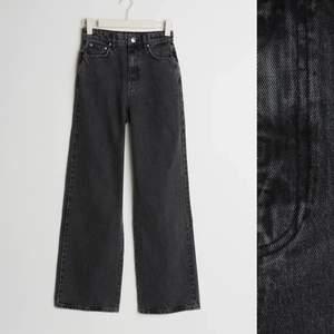 Säljer mina fina svarta jeans från Gina tricot❤️köparen står för frakt