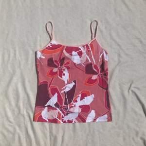 90s Y2k linne från Björn Borg med reglerbara axelband. Finns en inbyggd topp för bättre support. Strl M, visad på en S. Bra skick! + frakt 25 kr 💫 Se även mina andra annonser, jag samfraktar gärna💫