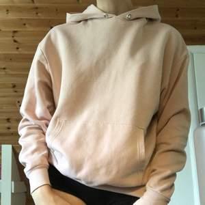 Baby rosa hoodie från H&M. Ca 3 år gammal, luvan sitter löst. Leveranspris kan diskuteras.