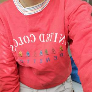 Fin sweatshirt från United colors of benetton<3