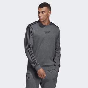 Säljer min Real Madrid adidas sweatshirt. (Har även byxorna) storlek M
