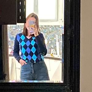 Rutig tröja med bra kvalet! Knappt använd för att det inte är min stil! Blå och lila🔵🟣