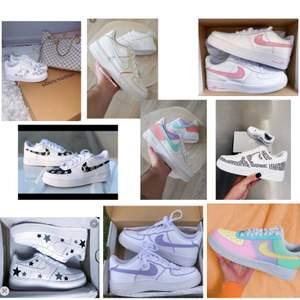 Ni kan beställa customizade skor av mig!🥰 Om skulle vara intresserade av att köpa ett par så kan ni skriva privat eller på dm på instagram💕 Priset varierar efter design🌸 Tar emot begagnade skor eller köper in nya🦋Följ mitt instagramkonto: elf.customs