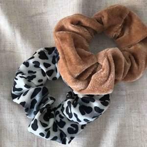 Två helt nya scrunchies, frakt ingår 🖤
