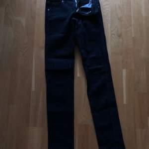 Dr denim jeans, storlek vidd 24, längd 32, stretch ,skick som nya använda 4ggr, köparen betalar porto alt fri hämtning i Ängelholm