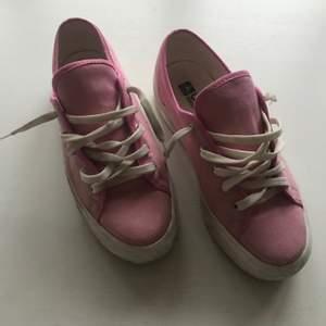 Rosa skor, använda några gånger annars fint skick 💗