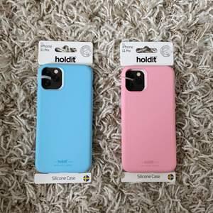 Helt nya. Passar iPhone 11 PRO. Nypris för ett skal är 150 kr. Mitt pris 100 kr styck 🌟