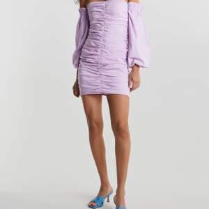 Superfin Lila kläningen från ginatricot i strl 42, använd 1 gång. Säljer pga förstor och kläningen går inte att få tag i butik pga slutsåld. Nypris 499kr. 💜💜 skriv privat för fler bilder.