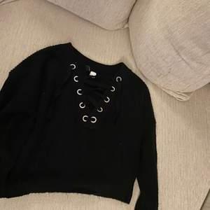 Stickad tröja med fin urringning från hm i storlek s. Köp fler för paketpris