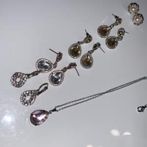 Jättefina örhängen och ett helt nytt halsband, säljer för 20kr styck eller 50kr för allt.