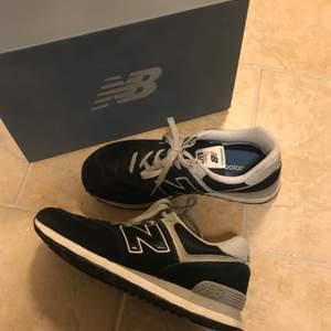 Riktiga OG sneakers. Skick: 7-8/10 typ. Säljs väl för 600-800 nya. Har storlek 42 i vanliga fall och de här sitter perfekt (nästan lite litet). Passar därför 41-42, enligt mig. Skickas i box såklart.