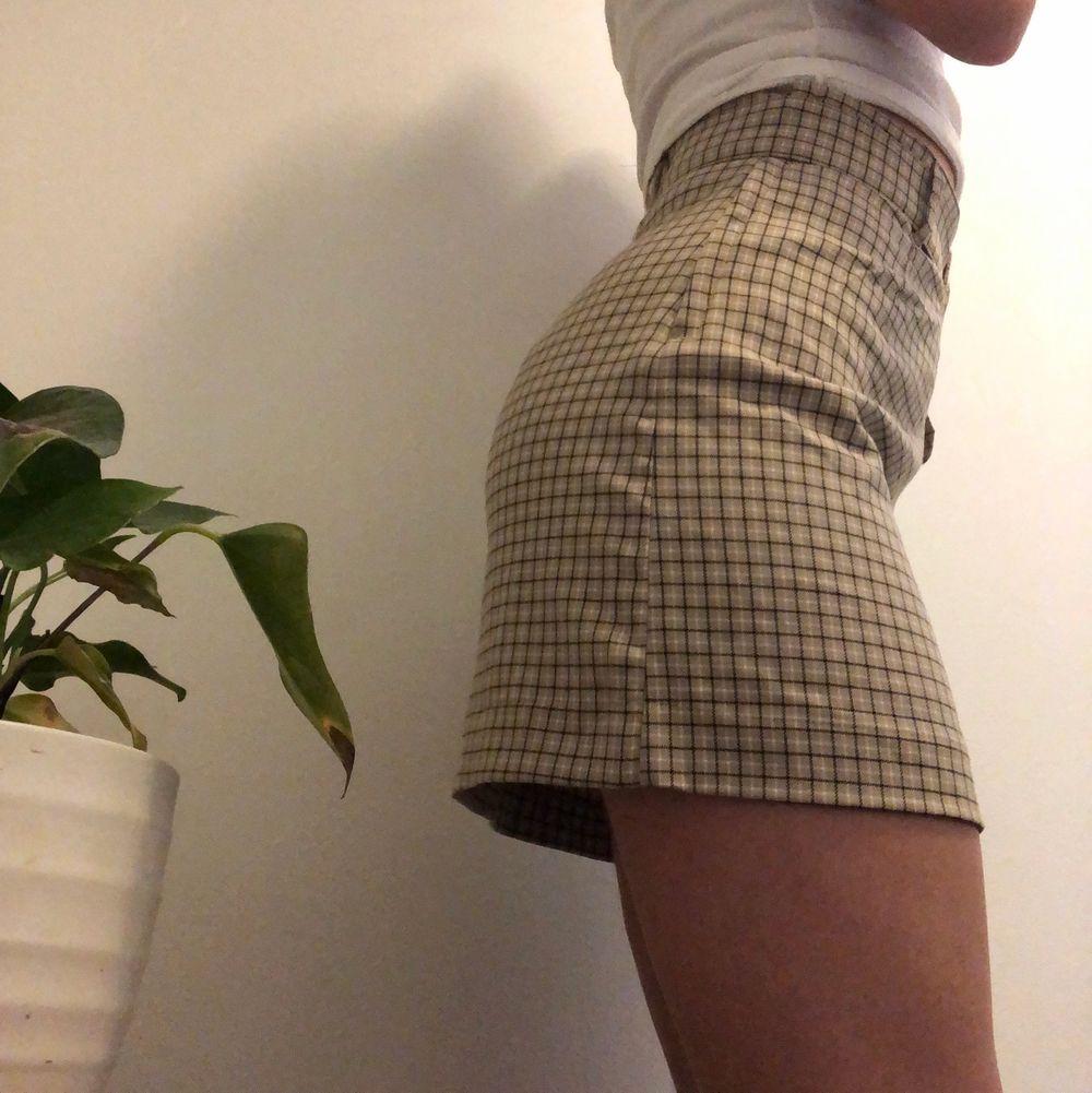 Superfin rutig kjol som inte är använd!🥰köpare står för frakten💫. Kjolar.