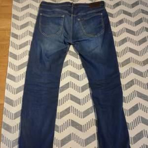Asfeta raka jeans från Lee. Säljes för de används inte längre. Väldigt sköna!