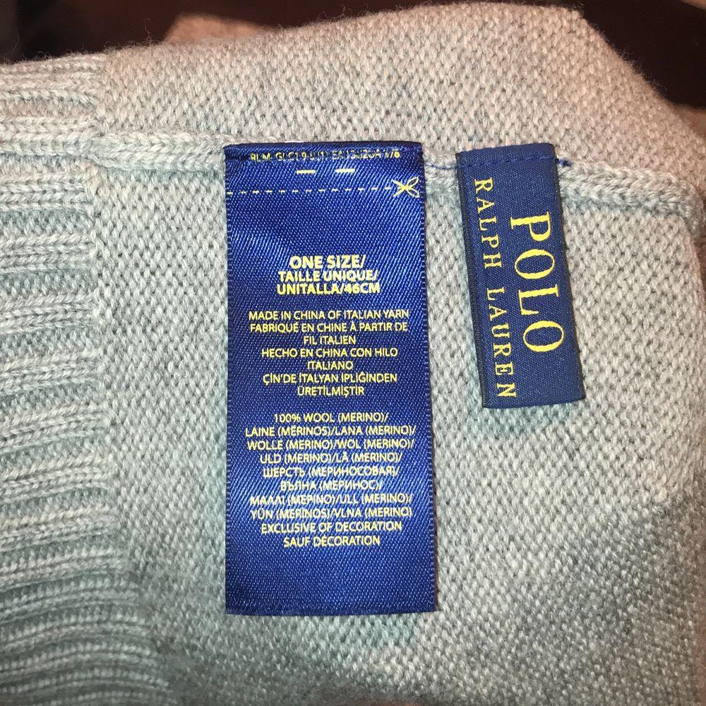 Grå ullmössa från POLO Ralph Lauren, användt ett fåtal gånger, storlek: onesize 🖤 pris: 180kr + 48kr frakt men kan absolut diskuteras. Övrigt.