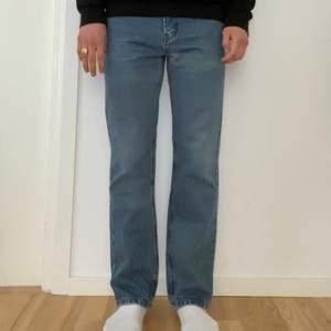 Säljer mina vintage Levis 501, mycket bra skick! Storlek 34/32, jag är 184 cm lång. Pris: 299kr