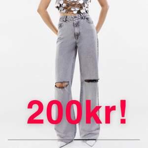 Ett par helt oanvända snygga jeans från Bershka jag beställde i för stor stl men inte hann lämna tillbaka. Ord. 399kr. Köparen står för frakten eller möts upp i uppsala