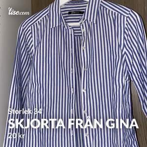Snygg skjorta från Gina i storlek 34. Sparsamt använd och i super fint skick. Frakten kostar 40kr 😊