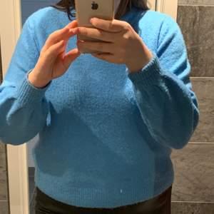 Blå stickad tröja från Vero Moda i storlek M, säljer för 80kr+frakt 😌