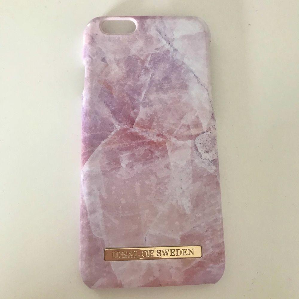 Fint rosa marmor skal från ideal of sweden. För iPhone 6/6s. I bra skick. Frakt tillkommer som köparen står för. Priset går att diskutera. Köpt för 299kr. Övrigt.
