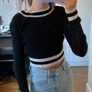 Tröja från h&m i storlek m men passar på mig som är en xs/s. Inget fel på tröjan, kommer ej till användning. Frakt 42kr