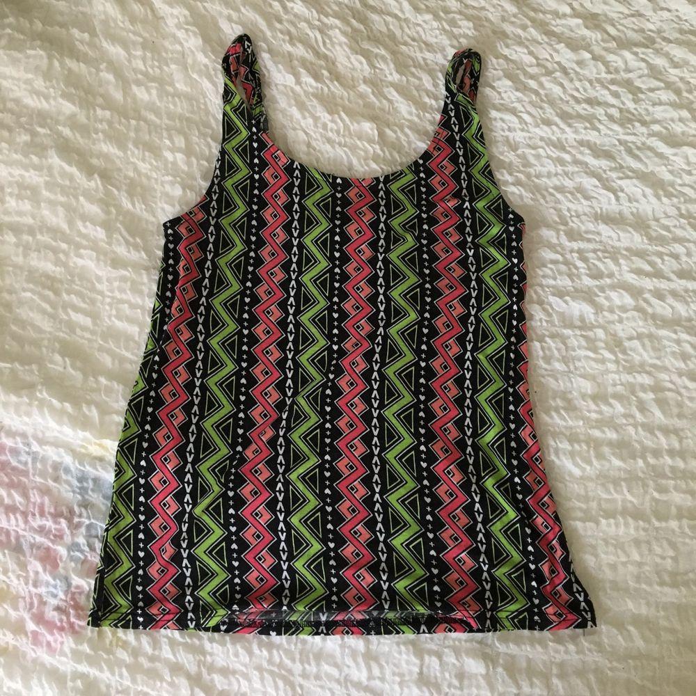 Fint linne med cool pattern ⚡️ Frakt ingår :). Skjortor.
