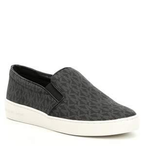MICHAEL KORS keaton slip on sneakers   Helt nya oanvända Michael kors skor köpta ifrån USA säljs pågrund av fel storlek.  Storlek 35-36  (Sån modell tillverkas inte längre)