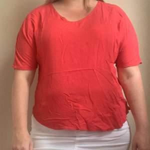 Röd bekväm t-shirt från Vera moda