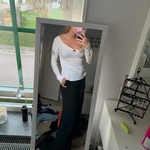 Jättefin vit Odd Molly tröja. Pris kan diskuteras. Köparen står för frakten. Kan mötas upp i Lund.