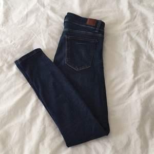Jeans från Zara. Storlek 38 men skulle mer säga att det är en strl 36. Stretchiga och bekväma att ha på sig.