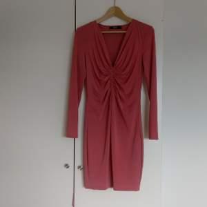 Jättefin ljusrosa klänning från bik bok, använd en gång.
