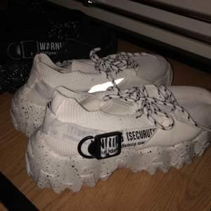 Snygga skor som tyvärr inte passar mig, endast testade👟