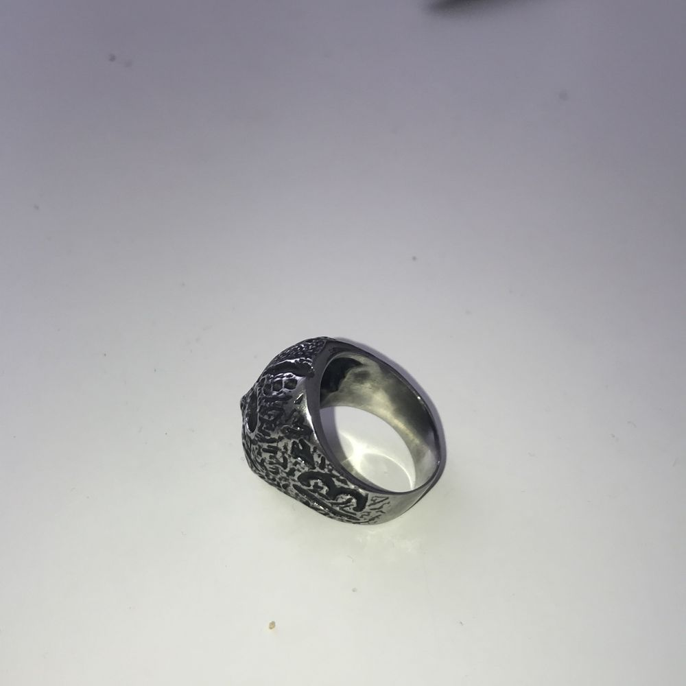 Säljer min Jason ring från seams ,den kommer aldrig till andvändning så cond ,9/10 nypris 250kr kontakta mig för mer bilder elr frågor. Accessoarer.