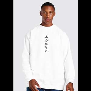 Säljer denna vita sweatshirt då den inte passade mig. Helt ny med tags aldrig använd bara testad!