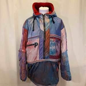 Rare vintage 80-tals lupo grigio jacka, väldig skön med fleece som innerfoder, jackan är i mycket gott skick, Italiensk storlek 54. Kan hämtas i Uppsala eller skickas mot fraktkostnad.