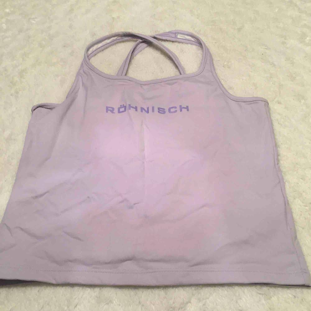 Röhnisch topp XL tycker den är mer som ett L, ny. Huvtröjor & Träningströjor.
