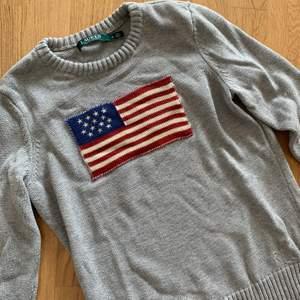 Väldigt bra skick, stickad R-L tröja. Nypris: 1299kr. Köparen står för frakten.