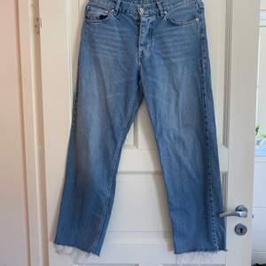 Snygga sweet skateboards jeans i loose som är av klippta nere + kontakta för fler frågor :)