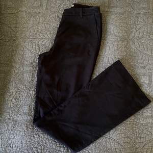 Kostymbyxor med bootcut