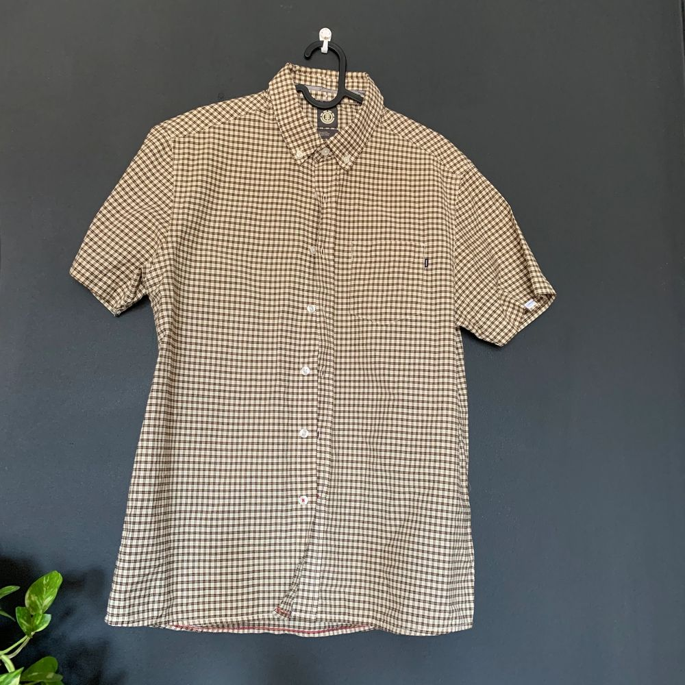 Skjorta med märket element! Oversized storlek S och passar mig som brukar ha M-L! 100kr inklusive frakt  👁👁. Skjortor.