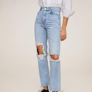 Säljer vidare mina raka jeans pga för stora för mig!! Strl 36 och är köpta för 599 och säljer för 450 då dem bara är använda 1-2 gånger och i väldigt fint skick.💕 kan sänka mig vid snabb affär